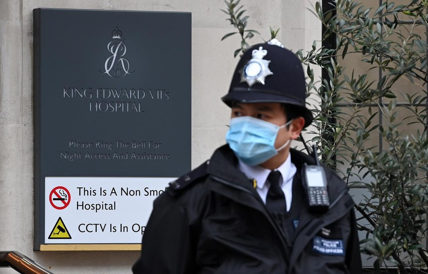 epa09023171 A policeman stands outside the King Edward VII hospital in London, Britain, 19 February 2021. Britain's Prince Philip has spent a third night at hospital where he was admitted as a precautionary measure after feeling unwell. EPA/ANDY RAIN