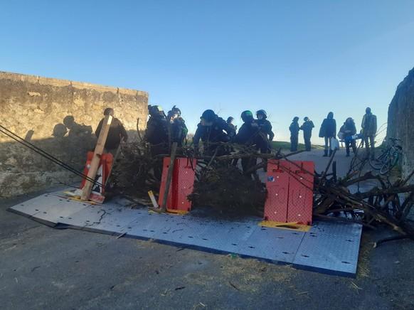 En direct de l'évacuation de la ZAD du Mormont