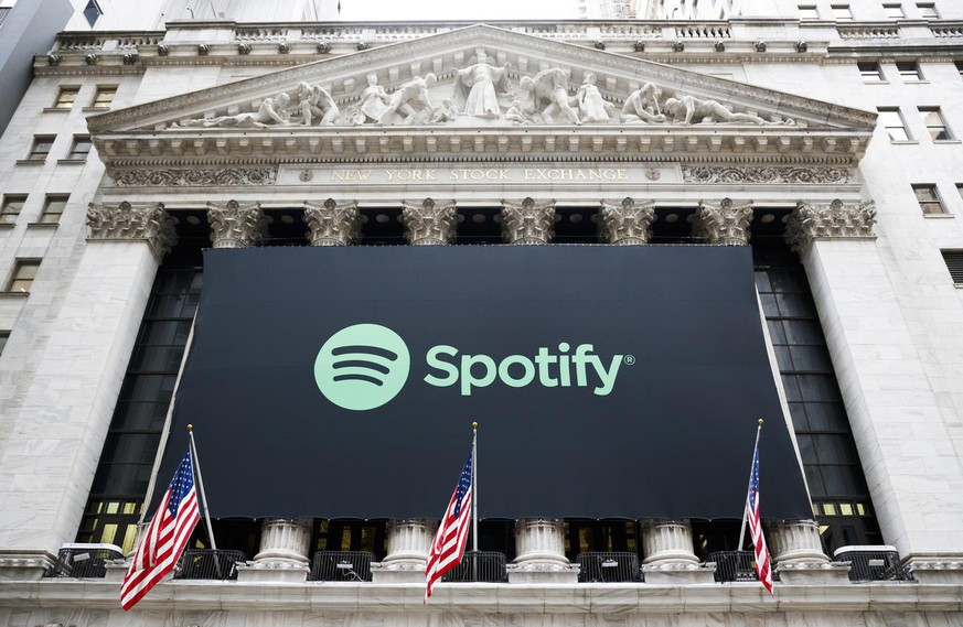 epa08981549 (FILE) - A giant sign of digital media streaming service 'Spotify' decorates the front of the New York Stock Exchange (NYSE) before the company's Initial Public Offering (IPO) in New York, New York, USA, 03 April 2018 (reissued 02 February 2021). Spotify will release its 4th quarter 2020 results on 03 Fwebruary 2021. EPA/JUSTIN LANE *** Local Caption *** 54238102