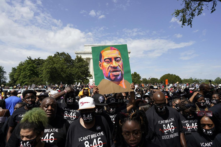 Member of the George Floyd family march from the Lincoln Memorial to the Martin Luther King Jr. Memorial during the March on Washington, Friday Aug. 28, 2020, in Washington. (AP Photo/Carolyn Kaster)