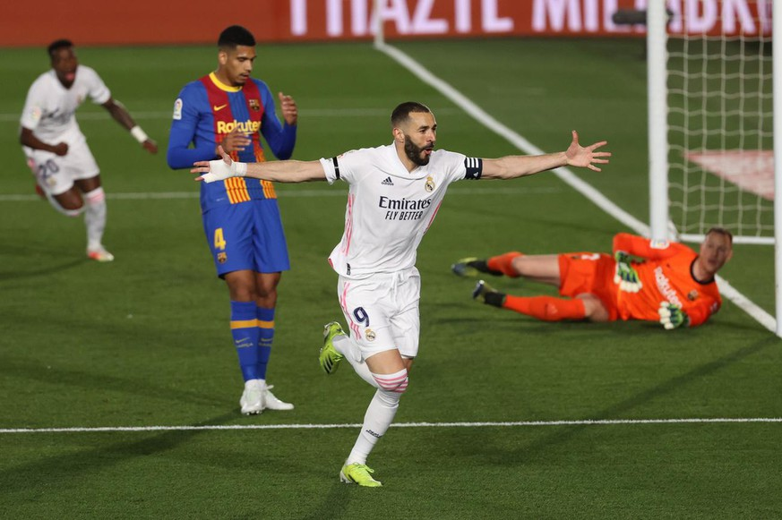 epa09127716 Real Madrid's Karim Benzema celebrates after scoring the 1-0 lead during the Spanish LaLiga soccer match between Real Madrid and FC Barcelona at Alfredo di Stefano stadium in Madrid, Spain, 10 April 2021. EPA/JUANJO MARTIN