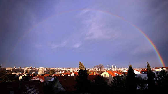 epa05715092 A rainbow spans over Belgrade, Serbia, 13 January 2017.  EPA/KOCA SULEJMANOVIC