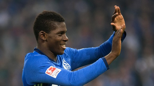 epa05567146 Schalke's Breel Embolo celebrates after scoring the 2-0 lead during the German Bundesliga soccer match between FC Schalke 04 and Borussia Moenchengladbach in Gelsenkirchen, Germany, 02 October 2016. Schalke won 4-0.  EPA/BERND THISSEN (EMBARGO CONDITIONS - ATTENTION - Due to the accreditation guidelines, the DFL only permits the publication and utilisation of up to 15 pictures per match on the internet and in online media during the match)