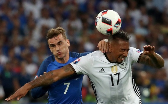 epa05413610 Antoine Griezmann (L) of France and Jerome Boateng of Germany in action during the UEFA EURO 2016 semi final match between Germany and France at Stade Velodrome in Marseille, France, 07 July 2016.  (RESTRICTIONS APPLY: For editorial news reporting purposes only. Not used for commercial or marketing purposes without prior written approval of UEFA. Images must appear as still images and must not emulate match action video footage. Photographs published in online publications (whether via the Internet or otherwise) shall have an interval of at least 20 seconds between the posting.)  EPA/OLIVER WEIKEN   EDITORIAL USE ONLY
