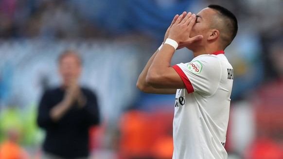 epa06224366 Hamburg's Bobby Wood reacts during the German Bundesliga soccer match between Bayer 04 Leverkusen and Hamburger SV in Leverkusen, Germany, 24 September 2017.  EPA/FRIEDEMANN VOGEL EMBARGO CONDITIONS - ATTENTION: Due to the accreditation guidelines, the DFL only permits the publication and utilisation of up to 15 pictures per match on the internet and in online media during the match.