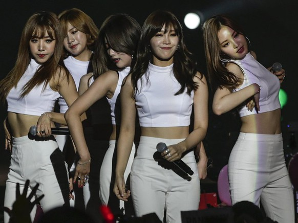 epa04927434 K-pop female group Apink perform during MTV World Stage In Malaysia 2015 at Sunway Pyramid, outside Kuala Lumpur, 12 September 2015.  EPA/FAZRY ISMAIL