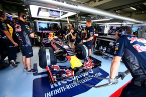 KUALA LUMPUR, MALAYSIA - MARCH 27:  Daniel Ricciardo of Australia and Infiniti Red Bull Racing prepares to exit the garage during practice for the Malaysia Formula One Grand Prix at Sepang Circuit on March 27, 2015 in Kuala Lumpur, Malaysia.  (Photo by Mark Thompson/Getty Images)