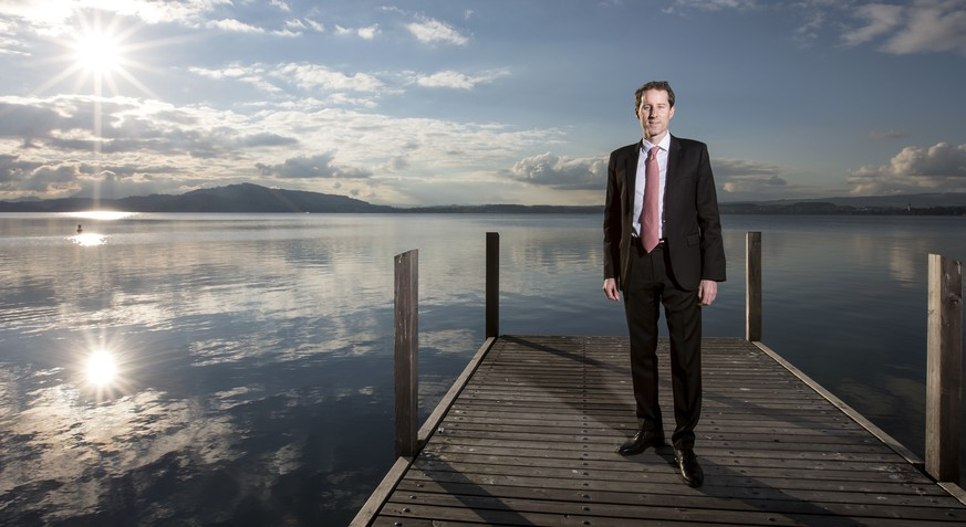 Thomas Aeschi, SVP Bundesratskandidat, posiert am Zugersee am Montag, 23. November 2015, in Zug. (KEYSTONE/Alexandra Wey) *** NO SALES, NO ARCHIVES ***