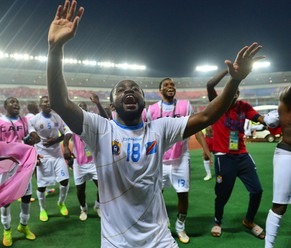 epa04597840 Cedrick Mabwati of DR Congo leads players in celebration dance with fans  during the 2015 Africa Cup of Nations football match between Congo and DR Congo at the Bata Stadium in Bata, Equatorial Guinea 31 January 2015.  EPA/GAVIN BARKER UK AND IRELAND OUT