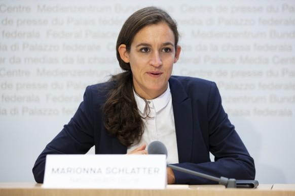 """Marionna Schlatter-Schmid, Nationalraetin GP-ZH, spricht waehrend einer Medienkonferenz zur Lancierung der Kampagne """"Nein zu den Kampfjet-Milliarden"""", am Freitag, 14. August 2020 in Bern. (KEYSTONE/Peter Klaunzer)"""