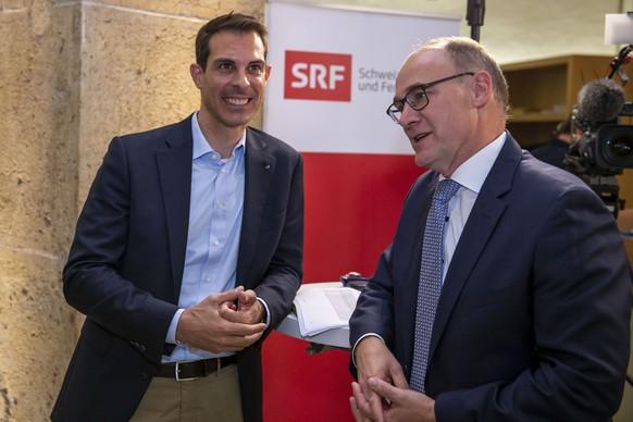 Thierry Burkart, links, FDP Nationalrat, und Hansjoerg Knecht, SVP, im Wahlzentrum des Kanton Aargau am Sonntag, 20. Oktober 2019, in Aarau. (KEYSTONE/Patrick B. Kraemer)