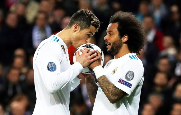 epa06525740 Real Madrid's Cristiano Ronaldo (L) celebrates with his teammate Marcelo (R) after scoring the 1-1 equalizer from the penalty spot during the UEFA Champions League round of 16, first leg soccer match between Real Madrid and Paris Saint-Germain (PSG) at Santiago Bernabeu stadium in Madrid, Spain, 14 February 2018.  EPA/KIKO HUESCA