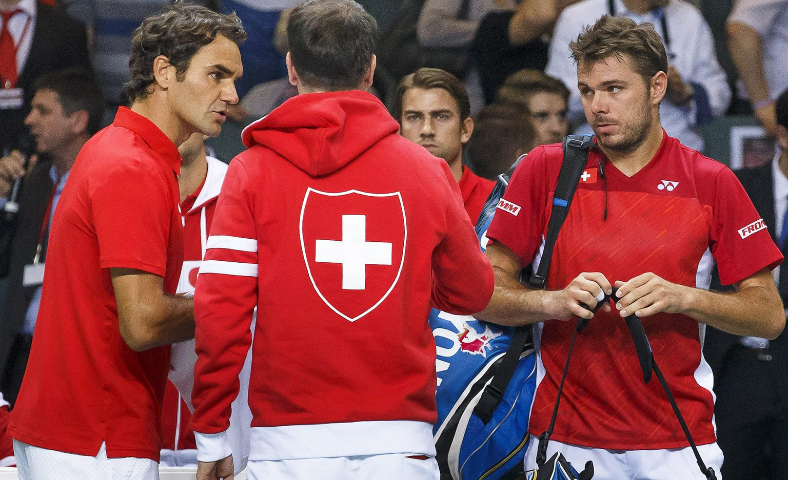 epa04155538 Swiss Davis Cup Team captain Severin Luethi (C) and Roger Federer (L) and Stanislas Wawrinka (R) react after losing their doubles match to Kazakhstan's Andrey Golubev and Aleksandr Nedovyesov at the Davis Cup World Group quarter final tie between Switzerland and Kazakhstan at Palexpo in Geneva, Switzerland, 05 April 2014.  EPA/SALVATORE DI NOLFI