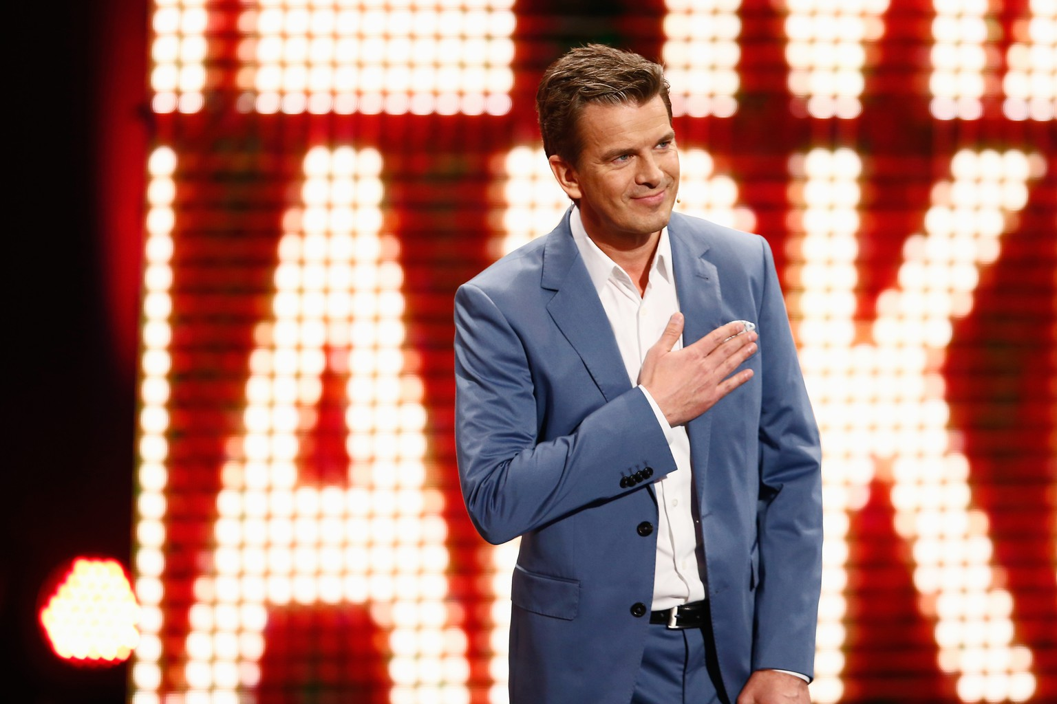 OFFENBURG, GERMANY - APRIL 05:  Markus Lanz talks on stage during the 'Wetten, dass..?' tv show on April 5, 2014 in Offenburg, Germany.  (Photo by Andreas Rentz/Getty Images)
