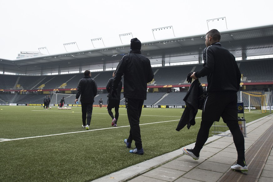 Young Boys Bern players during a training session in Bern, February 18, 2015. Young Boys Bern will face FC Everzon in the UEFA Europa League round of 32 soccer match on February 19, 2015. (KEYSTONE/Marcel Bieri)