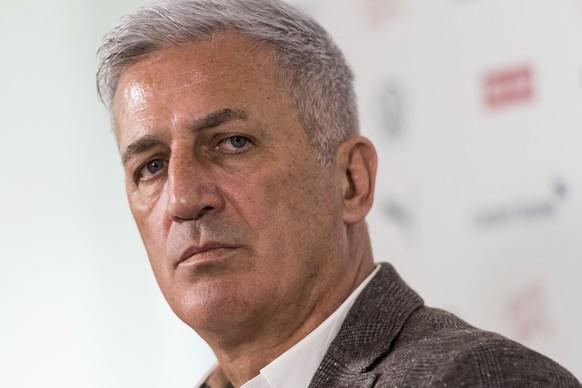 Der Trainer der Fussballnationalmannschaft Vladimir Petkovic kommentiert die Verlaengerung seines Vertrags um zwei Jahre, am Dienstag, 25. Februar 2020 in Bern. (KEYSTONE/Alessandro della Valle)