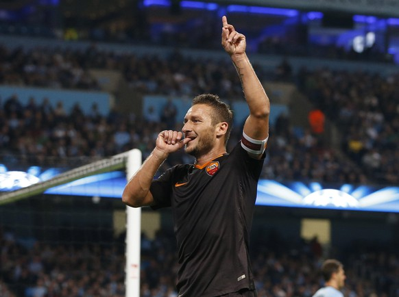 AS Roma's Francesco Totti celebrates scoring a goal against Manchester City during their Champions League soccer match at the Etihad Stadium in Manchester, northern England, September 30, 2014. REUTERS/Phil Noble  (BRITAIN - Tags: SPORT SOCCER)