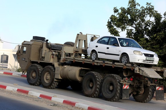 epa07765404 An Israeli army vehicle removes a Palestinian car from the West Bank village of Beit Kahil, 10 August 2019. According to reports, four suspects, three Palestinian men and a woman from the Palestinian village of Beit Kahil, have been taken into custody after Israeli security forces raided the village as part of a manhunt for the killers of 18-year-old Israeli soldier Dvir Sorek, who was found stabbed to death two days earlier in the Gush Etzion settlement.  EPA/ABED AL HASHLAMOUN
