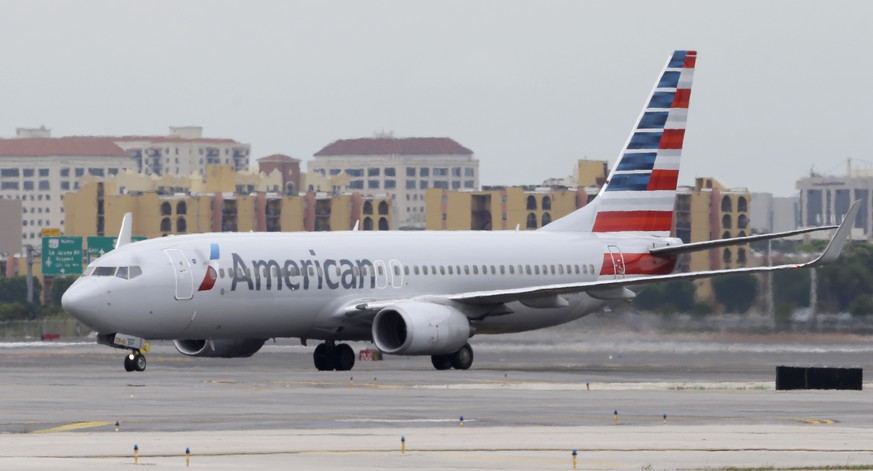 In this Wednesday, April 22, 2015 photo, an American Airlines Boeing 737 taxis before taking off at Miami International Airport in Miami. American Airlines reports earnings Friday April 24, 2015. (AP Photo/Wilfredo Lee)