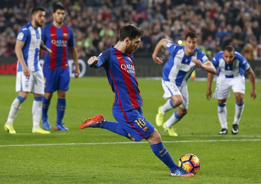fussball barcelona schrammt dank messi an pleite vorbei