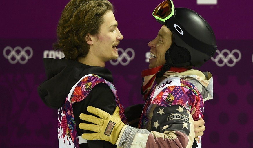 Shaun White of the U.S. (R) congratulates Switzerland's Iouri Podladtchikov during the men's snowboard halfpipe final event at the 2014 Sochi Winter Olympic Games, in Rosa Khutor February 11, 2014.                REUTERS/Dylan Martinez (RUSSIA  - Tags: SPORT OLYMPICS SPORT SNOWBOARDING)
