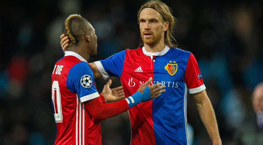 epa06587829 Michael Lang (R) of Basel reacts at the end of the match with teammate Serey Die during the UEFA Champions League round of 16 second leg soccer match between Manchester City and Basel FC in Manchester, Britain, 07 March 2018.  EPA/Peter Powell