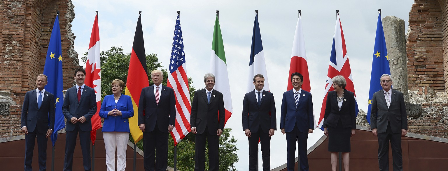 G7 leaders, from left, European Council President Donald Tusk, Canadian Prime Minister Justin Trudeau, German Chancellor Angela Merkel, U.S. President Donald Trump, Italian Prime Minister Paolo Gentiloni, French President Emmanuel Macron, Japanese Prime Minister Shinzo Abe, British Prime Minister Theresa May, and European Commission President Jean-Claude Juncker, pose for a family photo at the Ancient Greek Theater of Taormina, Friday, May 26, 2017, in Taormina, Italy. (Sean Kilpatrick /The Canadian Press via AP)