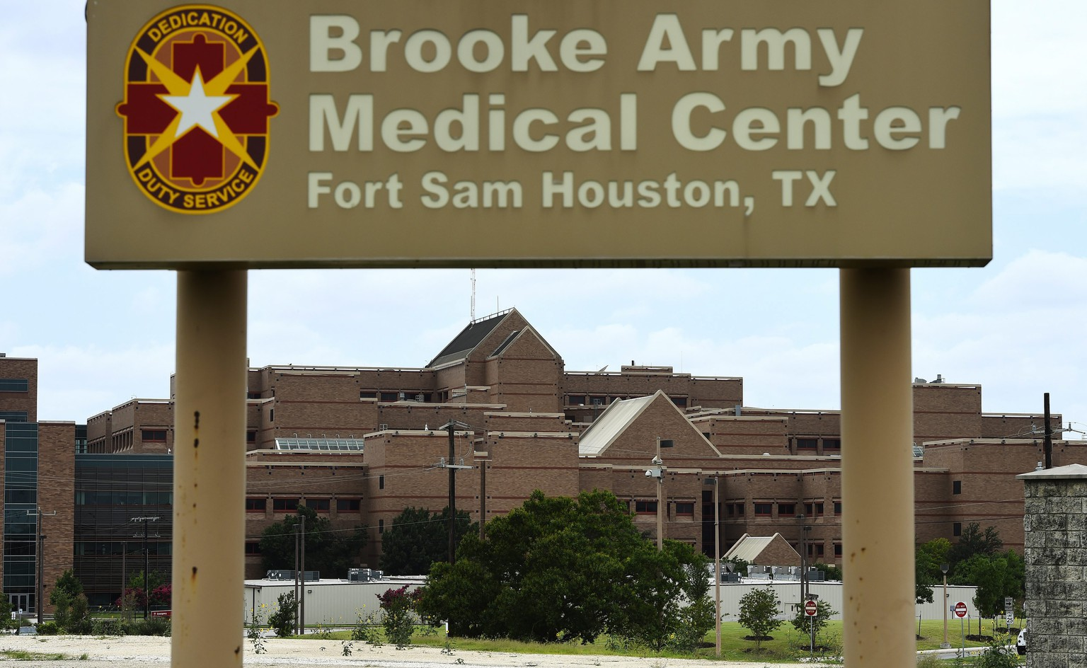 epa04257262 Brooke Army Medical Center is shown in San Antonio, Texas, USA, 14 June 2014. US Army Sergeant Bowe Bergdahl returned to the United States for further treatment at Brooke Army Medical Center after being held captive for five years by the Taliban.  EPA/LARRY W. SMITH