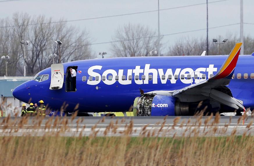 Philadelphia Scheibe von Passagierflugzeug zerbricht - Frau fast aus Maschine gesogen