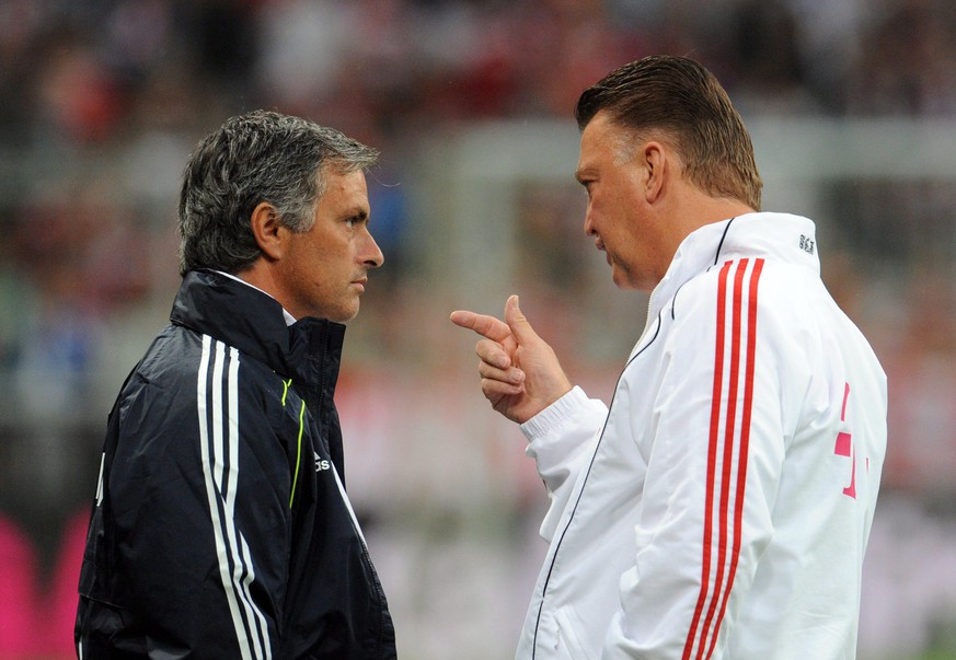 epa05322222 (FILE) A file photo dated 13 August 2010 shows Bayern Munich head coach Louis van Gaal (R) with Real Madrid coach Jose Mourinho prior to the soccer friendly match between FC Bayern Munich and Real Madrid at the Allianz Arena stadium in Munich, Germany. British media reports on 21 May 2016 state that Jose Mourinho will take over from Louis Van Gaal as manager of Manchester Unted. It is expected that a formal announcement will be made next week.  EPA/ANDREAS GEBERT