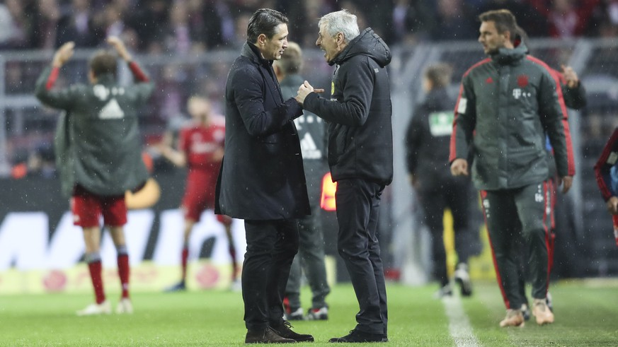 epa07156363 Bayern's head coach Niko Kovac (L) talks to Dortmund's head coach Lucien Favre (R) after the German Bundesliga soccer match between Borussia Dortmund and Bayern Munich in Dortmund, Germany, 10 November 2018.  EPA/FRIEDEMANN VOGEL CONDITIONS - ATTENTION: The DFL regulations prohibit any use of photographs as image sequences and/or quasi-video.