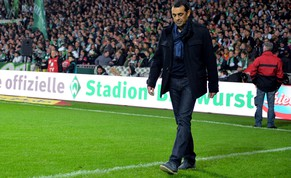 BREMEN, GERMANY - OCTOBER 24:  A dejected Robin Dutt the manager of Werder Bremen walks off the pitch following his team's 1-0 defeat during the Bundesliga match between SV Werder Bremen and FC Koeln at Weserstadion on October 24, 2014 in Bremen, Germany.  (Photo by Stuart Franklin/Bongarts/Getty Images)