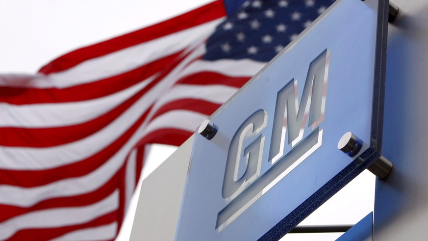 epa07191282 (FILE) - Flags flying outside the General Motors (GM) World Headquarters in the Renaissance Center in Detroit, Michigan, USA, 19 November 2008 (reissued 26 November 2018). Reports on 26 November 2018 state General Motors is to cut its North American  workforce by some 14,700 staff. The assembly plants that will face closure are Oshawa Assembly in Oshawa, Ontario, Canada, Detroit-Hamtramck Assembly in Detroit and Lordstown Assembly in Warren, Ohio, while propulsion plants that will be unallocated in 2019 include Baltimore Operations in White Marsh, Maryland and Warren Transmission Operations in Warren, Michigan. GM expects the actions to increase annual adjusted automotive free cash flow by 6 billion USD by year-end 2020 on a run-rate basis.  EPA/JEFF KOWALSKY *** Local Caption *** 51455812