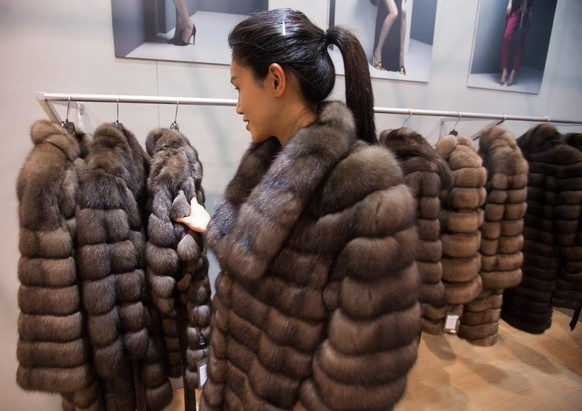 epa04636655 A model wears a fur coat at the Hong Kong International Fur and Fashion Fair 2015, in Hong Kong, China, 25 February 2015. According to traders at the show, 90 percent of fur produced in fur farms in the United States and Europe is bought by buyers from factories in mainland China - the world's fastest growing market for fur garments.  EPA/ALEX HOFFORD