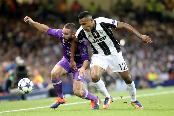 epa06008679 Dani Carvajal of Real Madrid (L) and Alex Sandro of Juventus (R) vie for a loose ball during the UEFA Champions League final between Juventus FC and Real Madrid at the National Stadium of Wales in Cardiff, Britain, 03 June 2017.  EPA/DOMENIC AQUILINA