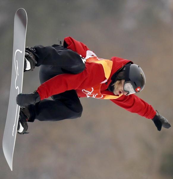 epa06522675 Patrick Burgener of Switzerland in action during the Men's Snowboard Halfpipe Final Run at the Bokwang Phoenix Park during the PyeongChang 2018 Olympic Games, South Korea, 14 February 2018.  EPA/SERGEI ILNITSKY