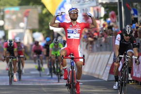 French rider Nacer Bouhanni (FDJ.fr) crosses the finish line to win the 10th stage of the 97th Giro d'Italia, Tour of Italy, cycling race from Modena to Salsomaggiore Terme on May 20, 2014 in Salsomaggiore Terme. AFP PHOTO / LUK BENIES