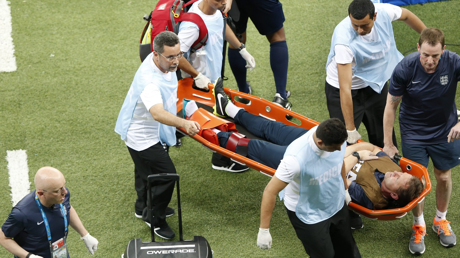 epa04257758 Physiotherapist Gary Lewin of England is stretcherd off the pitch after picking up an injury during the FIFA World Cup 2014 group D preliminary round match between England and Italy at the Arena Amazonia in Manaus, Brazil, 14 June 2014. 