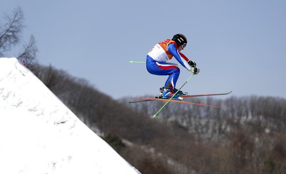 epa06548257 Jean Frederic Chapuis of France in action during the men's Freestyle Skiing Ski Cross seeding run at the Bokwang Phoenix Park during the PyeongChang 2018 Olympic Games, South Korea, 21 February 2018.  EPA/SERGEI ILNITSKY