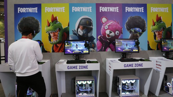epa07166186 Visitors play the online game FortNite during the annual global game trade fair G-Star at the BEXCO exhibition center in Busan, South Korea, 15 November 2018. The G-Star 2018 is held from 15 to 18 November.  EPA/JEON HEON-KYUN