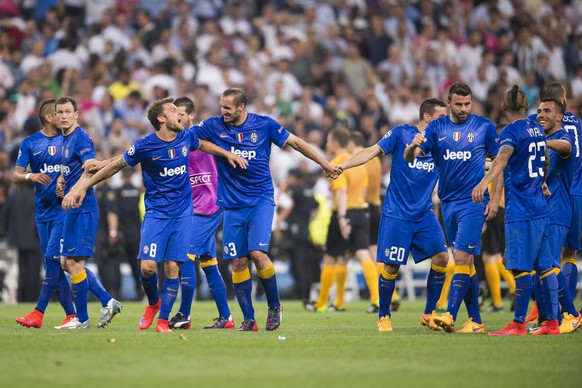 Juventus team group, MAY 13, 2015 - Football / Soccer : Juventus players celebrate after the UEFA Champions League Semi-final 2nd leg match between Real Madrid 1-1 Juventus at Estadio Santiago Bernabeu in Madrid, Spain. Stephan Lichtsteiner (2.v.l.). (Photo by Maurizio Borsari/AFLO) (EQ Images) SWITZERLAND ONLY