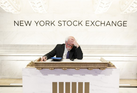 epaselect epa08297982 Trader Peter Tuchman works at a podium normally reserved for guests at the opening bell at the New York Stock Exchange in New York, New York, USA, 16 March 2020. Stocks opened sharply lower this morning and trading was halted for 15 minutes at the opening bell as investors continue to react to the impact of the coronavirus COVID-19 pandemic.  EPA/JUSTIN LANE