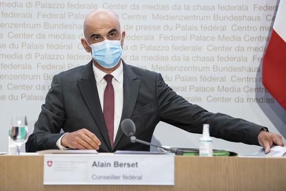 Bundesrat Alain Berset spricht an einer Medienkonferenz zu beschlossenen Massnahmen zur Covid 19 Pandmie, am Mittwoch, 14. April 2021, in Bern. (KEYSTONE/Peter Schneider)