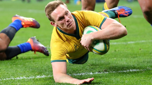 epa07825010 Dane Haylett-Petty of the Wallabies dives to score a try during the Australian Wallabies and Manu Samoa International rugby match at Bankwest Stadium in Sydney, Australia, 07 September 2019.  EPA/DAVID GRAY EDITORIAL USE ONLY AUSTRALIA AND NEW ZEALAND OUT