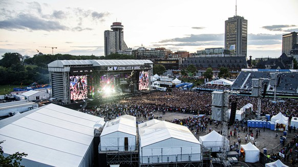Festival goers attend the Festival d'ete de Quebec on Friday, July 12, 2019, in Quebec City, Canada. (Photo by Amy Harris/Invision/AP)