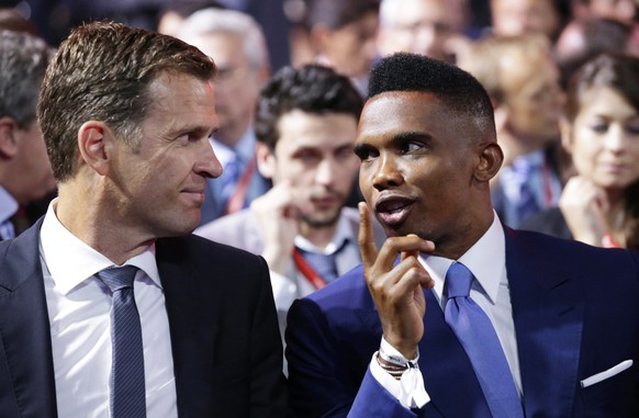 epa04860067 Oliver Bierhoff (L), team manager of the German national soccer team, and Cameroonian soccer player Samuel Eto'o (R) attend the Preliminary Draw of the FIFA World Cup 2018 in St.Petersburg, Russia, 25 July 2015. St.Petersburg is one of the host cities of the FIFA World Cup 2018 in Russia which will take place from 14 June until 15 July 2018.  EPA/TATYANA ZENKOVICH