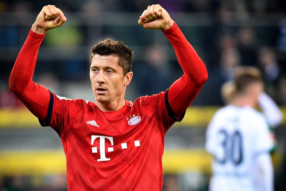 epa07409453 Bayern's Robert Lewandowski celebrates after scoring the 5-1 lead during the German Bundesliga soccer match between Borussia Moenchengladbach and FC Bayern Muenchen at Borussia-Park in Moenchengladbach, Germany, 02 March 2019.  EPA/ULRICH HUFNAGEL CONDITIONS - ATTENTION: The DFL regulations prohibit any use of photographs as image sequences and/or quasi-video.