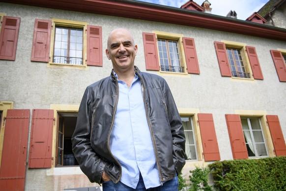 Le conseil federal Alain Berset photographie lors de l'excursion du Conseil federal ce jeudi 1 juillet 2021 au Domaine de la Chartreuse de La Lance a Concise, Vaud.(KEYSTONE/Laurent Gillieron)