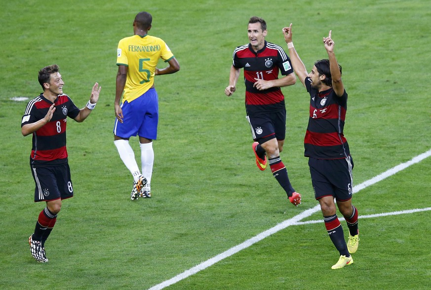 Germany's Sami Khedira (R) celebrates with Mesut Ozil (L) and Miroslav Klose scoring against Brazil during their 2014 World Cup semi-finals at the Mineirao stadium in Belo Horizonte July 8, 2014. REUTERS/Leonhard Foeger (BRAZIL  - Tags: SOCCER SPORT WORLD CUP)