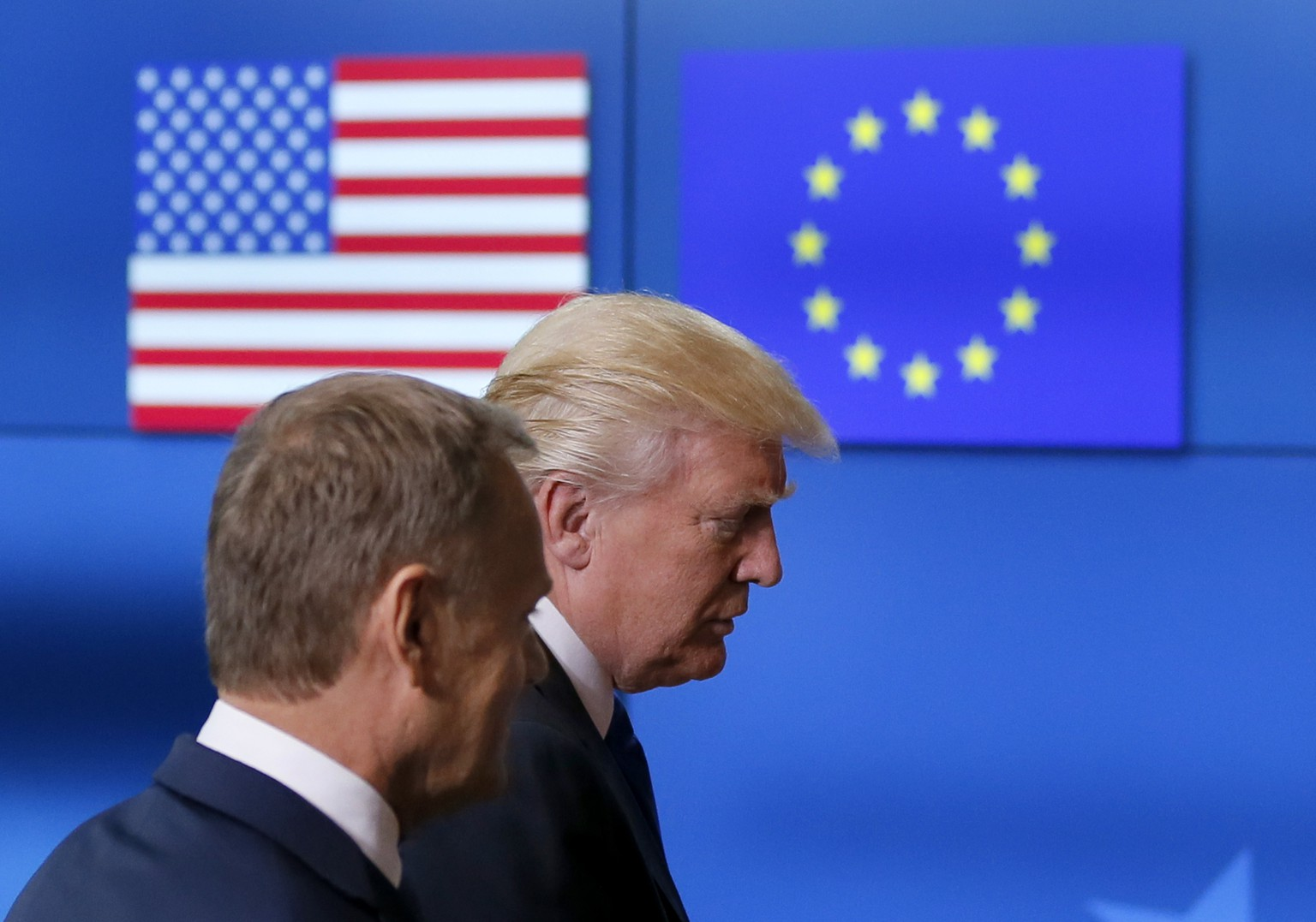 epa05988291 US President Donald J. Trump (R) talks with President of the European Council Donald Tusk (L), ahead of a meeting with EU leaders at the European Council, in Brussels, Belgium, 25 May 2017. Trump is in Belgium to attend a North Atlantic Treaty Organization (NATO) Summit and to meet EU leaders.  EPA/ROBERT GHEMENT